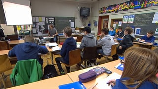 Mehr politische Bildung an Schulen für stabilere Demokratie