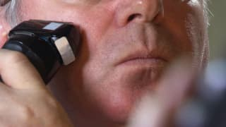 Rasierapparate im Test: Glatte Haut für wenig Geld