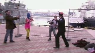 Pussy Riot in Sotschi vor laufender Kamera verprügelt
