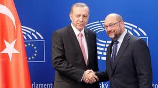 Discharmonia – Schulz crititgescha Erdogan