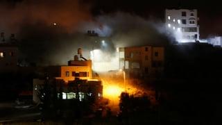 Cisjordania: Israel bumbardescha chasa d'attentader palestinais