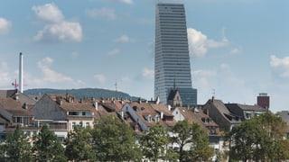 Der Blick auf den Roche-Turm aus der Ferne