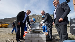 Sawiris legt Grundstein für zweites Hotel in Andermatt