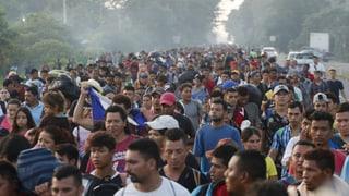 Tausende Migranten setzen ihren Weg in die USA fort