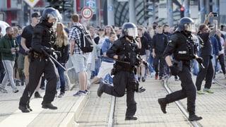Regierung verurteilt Ausschreitungen in Chemnitz