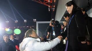 Südkoreas Präsident reicht Kim Jong Uns Schwester die Hand