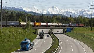 Weniger Lastwagen-Fahrten durch die Schweizer Alpen