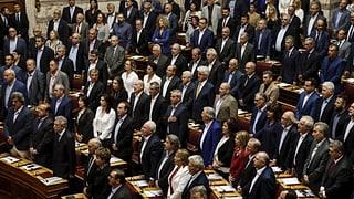 Nov parlament grec è saramentà