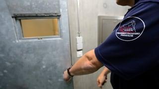Aufseher und Häftlinge: Wie nah ist zu nah?