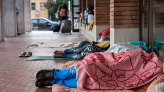 Endstation Como – Mailand richtet Zeltlager für Migranten ein