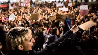 Frauen gehen für ihre Rechte auf die Strasse