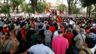 Tausende Vietnamesen stürmen chinesische Unternehmen