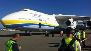 Weltgrösstes Flugzeug landet in Zürich