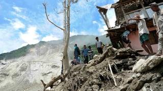 Erdrutsch in Nepal staut Bergfluss und bedroht tausende Menschen
