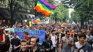 Tausende demonstrieren in Zürich für das Recht anders zu sein