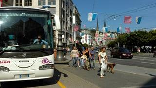 Reisecars sollen unter den Schweizerhofquai