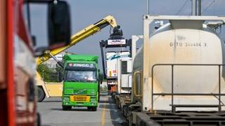 Ständerat will mehr Strassen-Giganten auf der Schiene