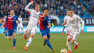 Basel führt zur Halbzeit