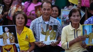 Feiern statt demonstrieren: Thailands König feiert Geburtstag