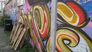 Mit einem Buch durch die Graffiti-Stadt Basel