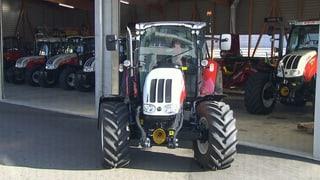 Schweizer Bauern kaufen Traktoren im Überfluss