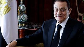 Hosni Mubarak – vom Präsidentenpalast in den Anklagekäfig