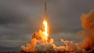 Um die Raumfahrtkosten deutlich zu senken, will das Unternehmen SpaceX Raketen recyclen. Der erste Test war ein Erfolg.