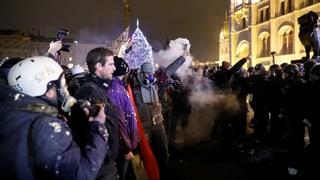 Tausende protestieren gegen «Sklavengesetz»