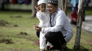 Gebete und Tränen: Tausende gedenken der Tsunami-Opfer