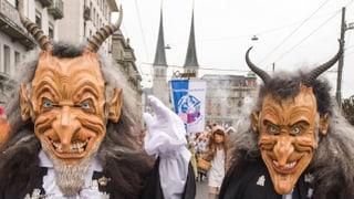 Video «Kulturelle Eigenheiten: Masken (9/29)» abspielen