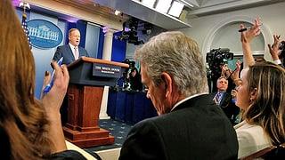 Zurechtgewiesen und gehätschelt: Journalisten im Weissen Haus