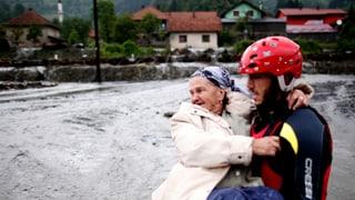 Riesige Verwüstung nach der Flut auf dem Balkan