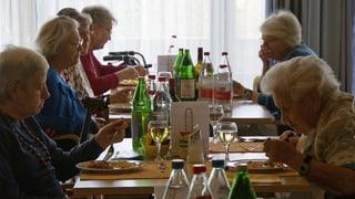 Alters- und Pflegeheime: Kantone sparen auf Kosten der Alten