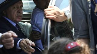 Erdogan tira consequenzas - passa 2'700 derschaders relaschads