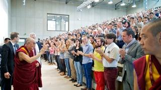 Berner Studenten geben dem Dalai Lama gute Noten