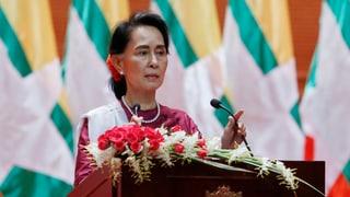 Suu Kyi sagte, sie wolle sich um eine friedliche Lösung bemühen. Doch konkrete Vorschläge machte sie keine.