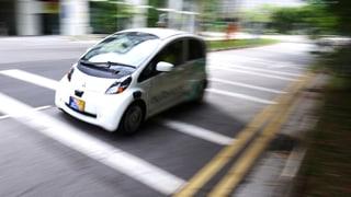 Selbstfahrende Autos fahren bald auf unseren Strassen. Was heisst das für uns, wenn der Computer fährt? Ein Verkehrpsychologe gibt Auskunft.