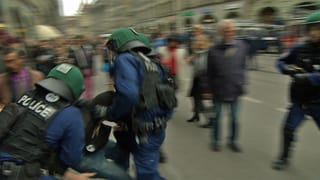 Gummischrot gegen Antifa-Demo in Bern