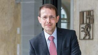 Bündner Richter fordert Abschaffung der Partei-Steuer