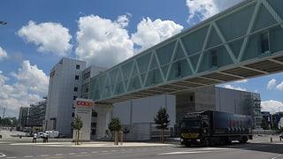 Im neuen Coop-Logistikzentrum Schafisheim sind Scheiben geborsten