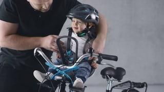Velo-Kindersitze im Test: Bei zweien kann das Kind den Gurt lösen