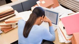 Müssen Angestellte zunehmend Gratisarbeit leisten?