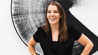 Claudia Comte: Holzskulpturen mit eigens dafür kreiertem Raum