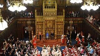 Die Königin hat traditionellerweise das Regierungsprogramm vorgelesen.