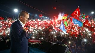 Erdogan spricht sich auf Grossdemo für Todesstrafe aus
