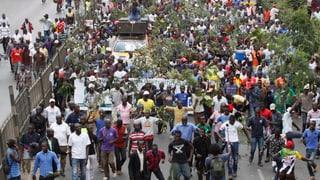 Tausende gehen für Oppositions-Kandidat Raila Odinga auf die Strasse, dieser hat nun zum Boykott der Wahlen aufgerufen.