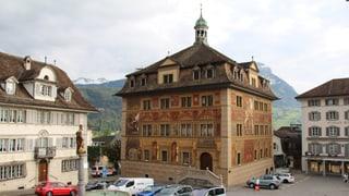Schwyzer Kantonsrat beschliesst Einführung der Flat Rate Tax