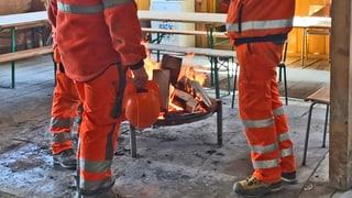 Lesen Sie hier, wie Bauarbeiter mit der Kälte umgehen.