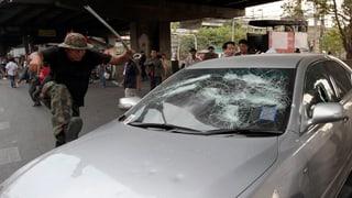 Schüsse und Explosionen in Bangkok