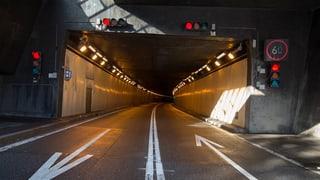 Die Gotthardautobahn ist wegen einer Schlammlawine derzeit  in beiden Richtungen gesperrt